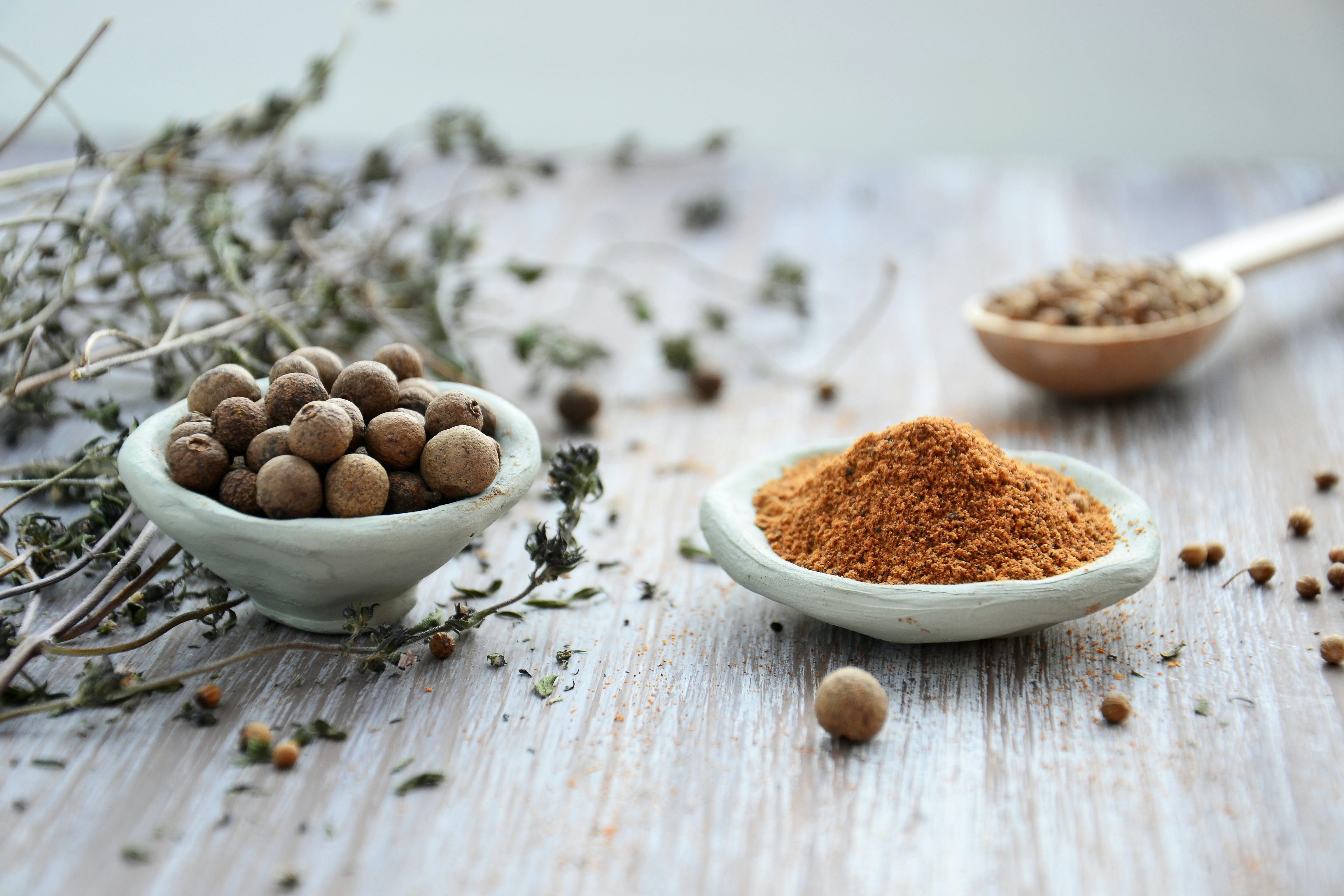 whole and ground herbs and spices